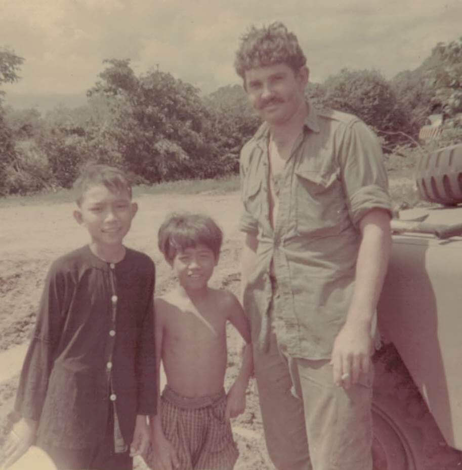 Sapper Dennis Stallard of 21 EST with local kids at Dat Do 1969.